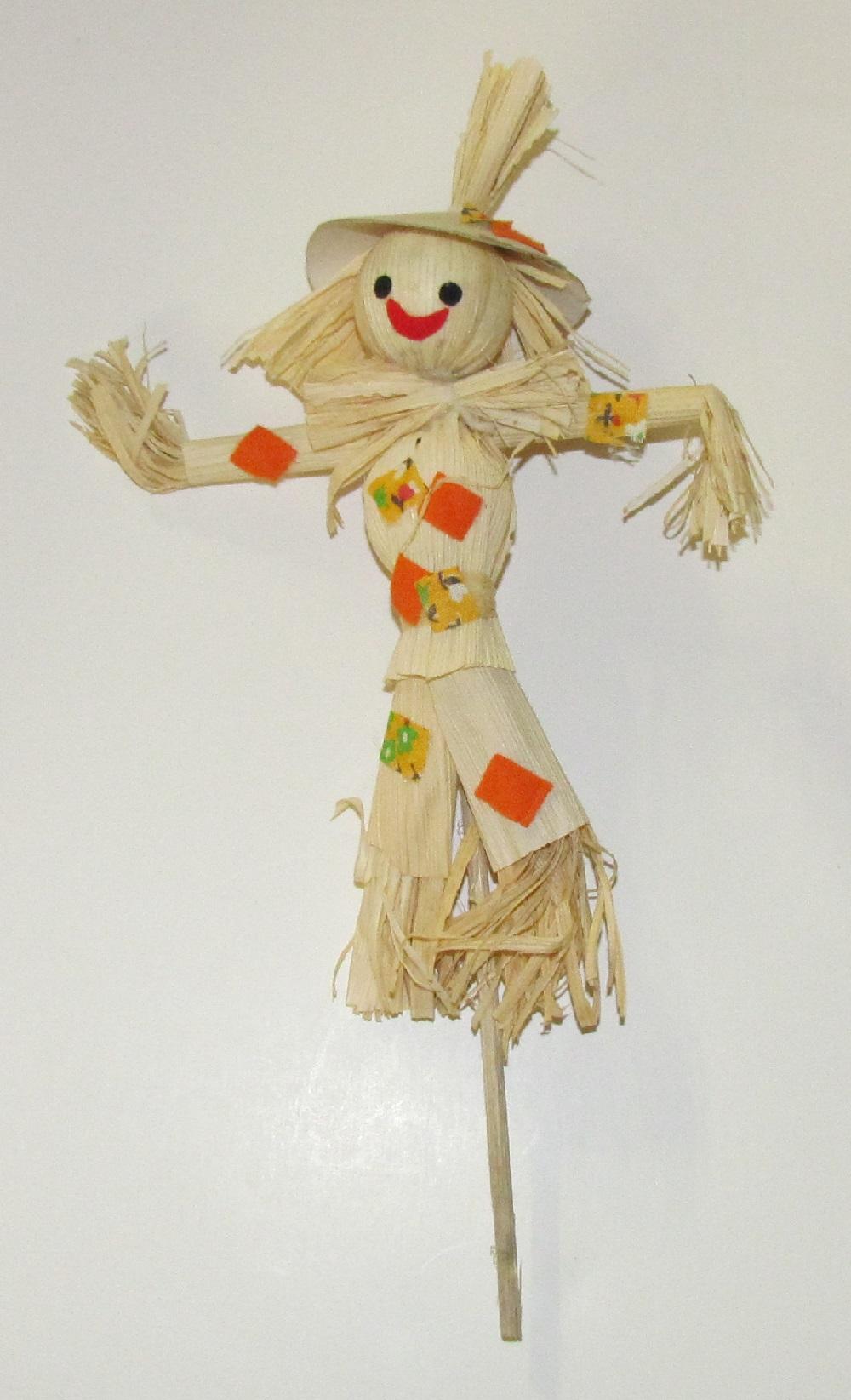 Corn Husk & Straw Scarecrow - 8 inches - 1 piece