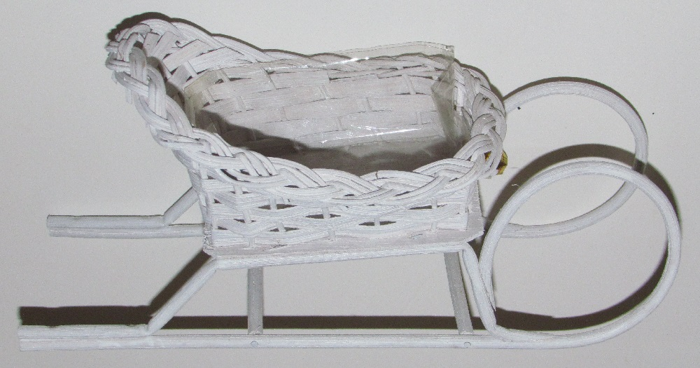 Sleigh - 11 inch - Wicker - with Plastic Liner - one piece